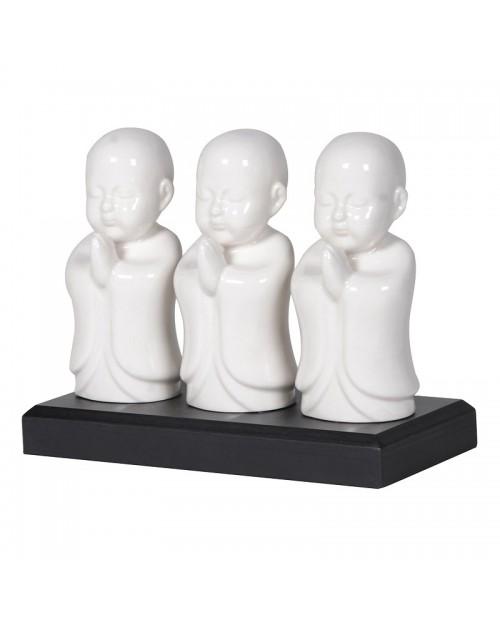 3 Baltos budos figūrėlės